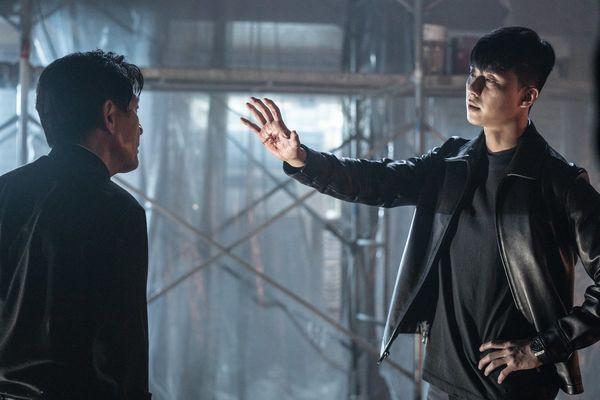 Cận cảnh Park Seo Joon khoe thể hình 6 múi khiến chị em 'chết mê' trong phim điện ảnh sắp ra mắt The Divine Fury - Hình 8