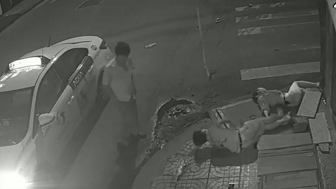 Đã xác định tài xế Vinasun bỏ mặc cô gái trẻ bất động trong đêm ở Sài Gòn - Hình 4