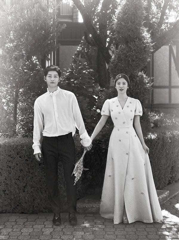 Giữa lúc cả châu Á chấn động vì tin ly hôn của Song Joong Ki và Song Hye Kyo, đây lại là bức ảnh đang được chia sẻ với tốc độ chóng mặt! - Hình 1