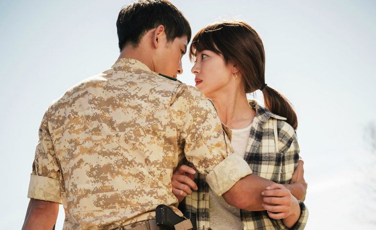 Nhói lòng khi xem lại những thước phim đẹp như mơ của Hậu duệ mặt trời - tác phẩm se duyên cho Song Joong Ki và Song Hye Kyo - Hình 8