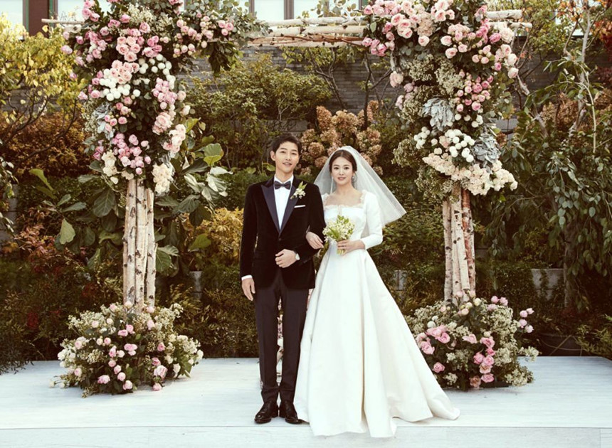 Nhói lòng khi xem lại những thước phim đẹp như mơ của Hậu duệ mặt trời - tác phẩm se duyên cho Song Joong Ki và Song Hye Kyo - Hình 16