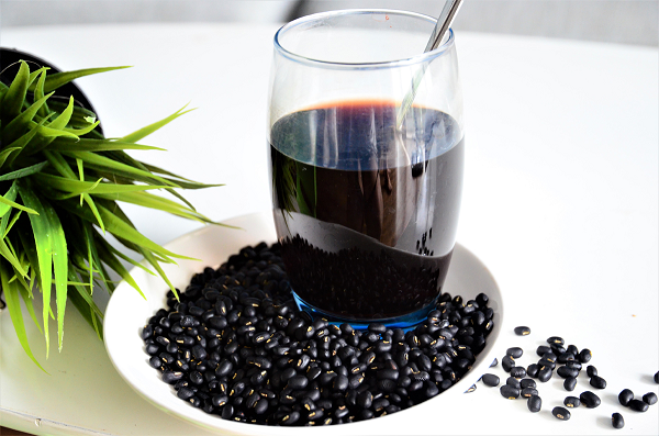Nước đậu đen: Đồ uống lý tưởng trong những ngày nắng nóng cực điểm nhưng khi uống cần lưu ý! - Hình 2