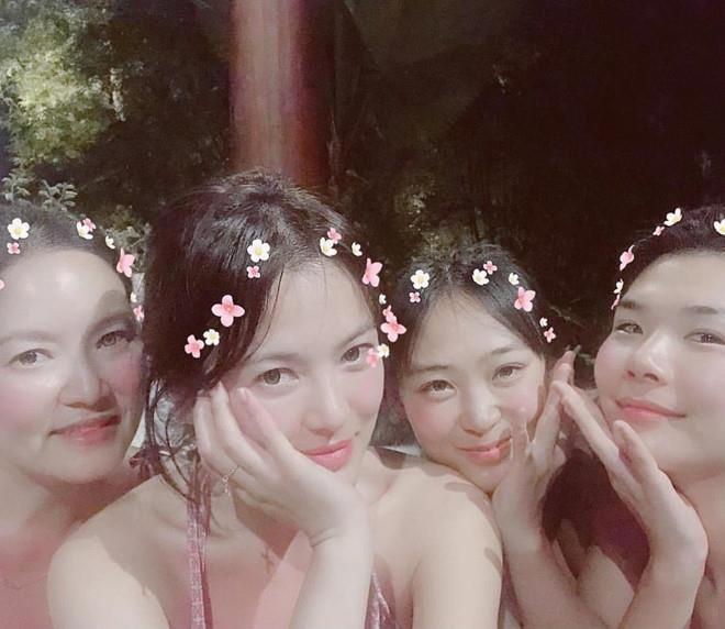 Song Hye Kyo du lịch một mình, né ống kính trước ngày ly hôn - Hình 7
