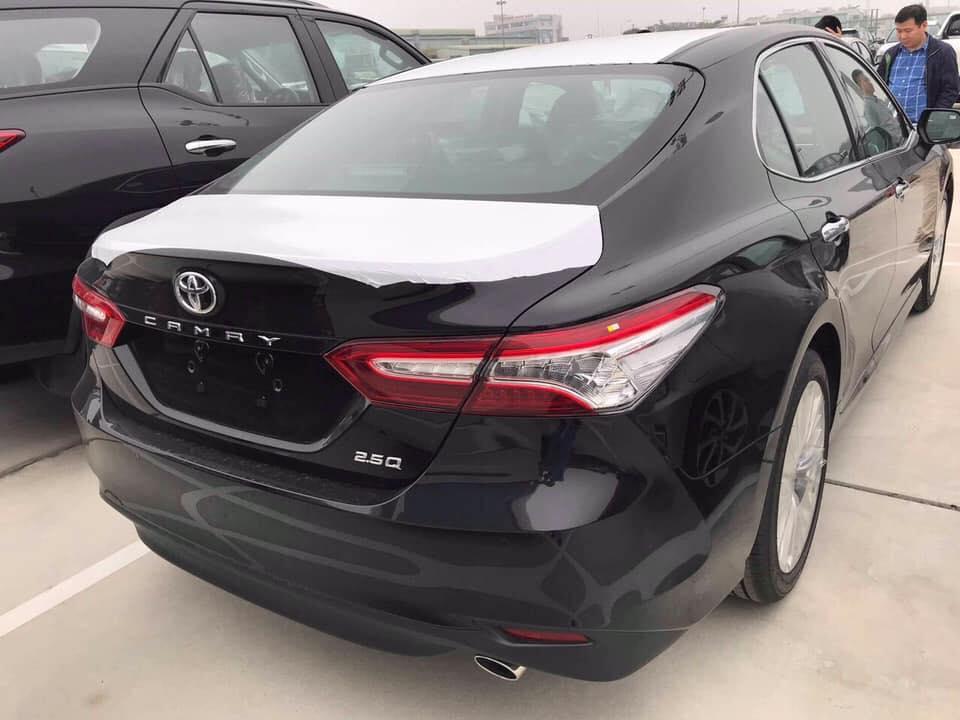 Toyota Camry 2019 nhập khẩu chính hãng cập bến, chờ ngày ra mắt tại Việt Nam - Hình 1