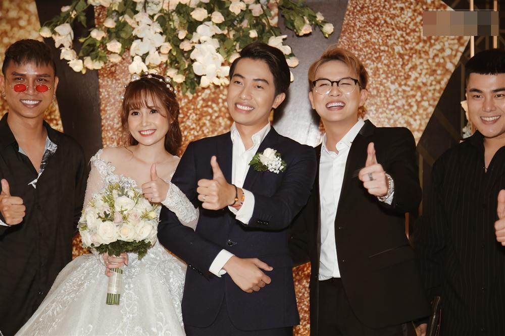 Song Hye Kyo lột xác sắc sảo hậu ly hôn - Lê Giang mặt sưng vù khác lạ vì nghiện phẫu thuật thẩm mỹ - Hình 3