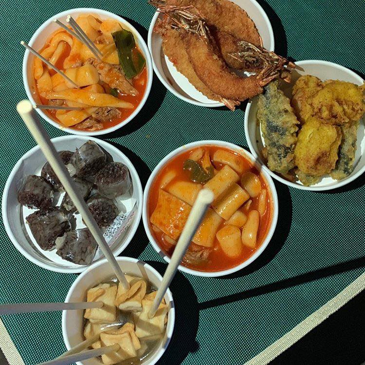 Ngộ nghĩnh chưa? Phim chồng đóng chẳng buồn hỏi thăm, Song Hye Kyo lại đi tặng xe đồ ăn siêu to siêu khổng lồ cho người này! - Hình 11