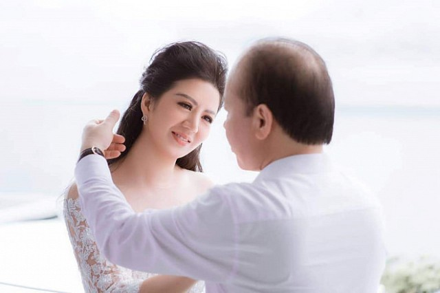 Khác với Đinh Hiền Anh, người đẹp Thủy Hương rời xa showbiz, kín tiếng cuộc hôn nhân với chồng bộ trưởng - Hình 1