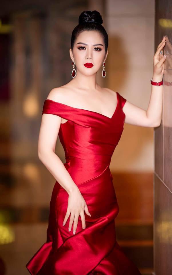 Khác với Đinh Hiền Anh, người đẹp Thủy Hương rời xa showbiz, kín tiếng cuộc hôn nhân với chồng bộ trưởng - Hình 6