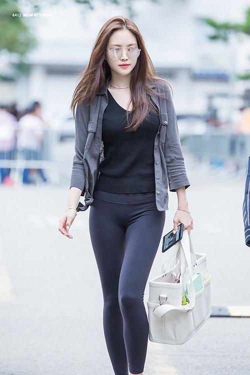 Dàn Idol Hàn so chân thon khi diện quần legging - Hình 1