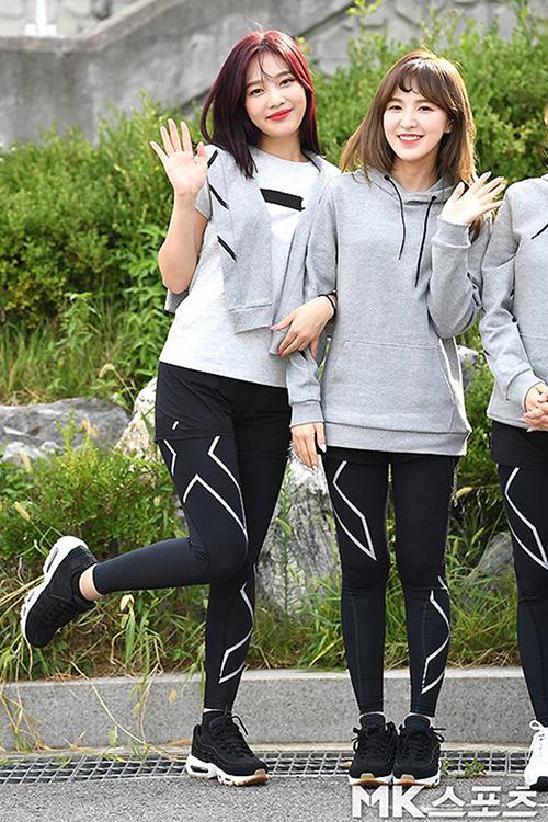 Dàn Idol Hàn so chân thon khi diện quần legging - Hình 9