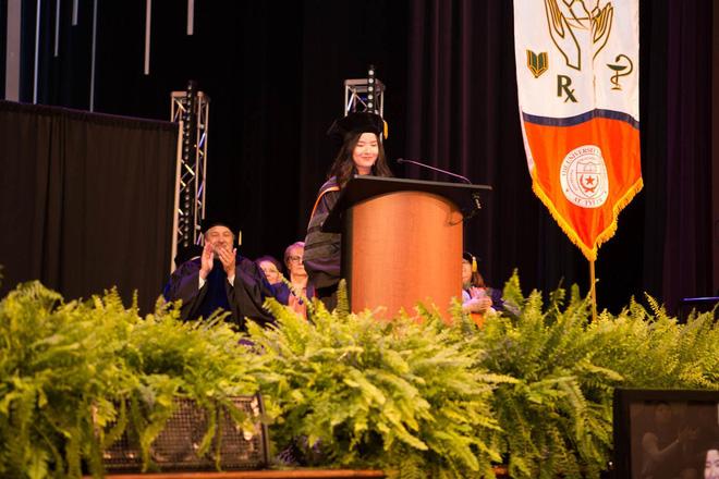 Lần đầu tiên có nữ du học sinh Việt tốt nghiệp thủ khoa ngành Dược một trường Đại học lớn tại Mỹ - Hình 1