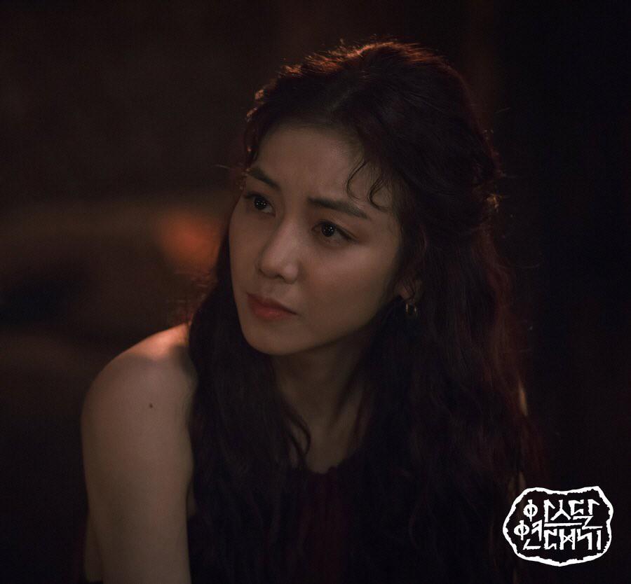 Kim Ok Bin: Từ nữ hoàng cảnh nóng đến tiểu tam hoàn lương trong Niên Sử Kí Arthdal - Hình 12
