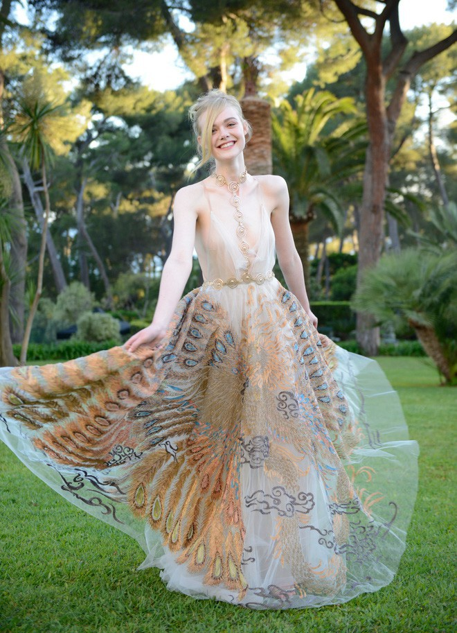 Nhan sắc 4 nàng công chúa Disney trong phim và đời thực: Emma Watson gây thất vọng giữa dàn ngọc quý đẹp lạ - Hình 23
