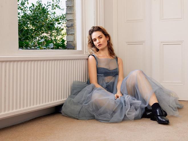 Nhan sắc 4 nàng công chúa Disney trong phim và đời thực: Emma Watson gây thất vọng giữa dàn ngọc quý đẹp lạ - Hình 11