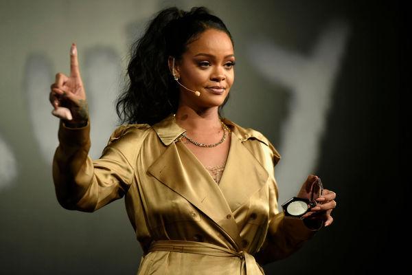 Rihanna: Cứ nhiều tiền trước rồi mới tiếp tục đam mê ca hát! - Hình 1