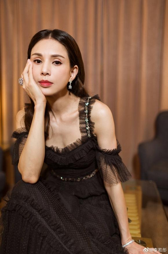 Tiểu Long Nữ Lý Nhược Đồng đẹp như nữ thần ở tuổi 45 - Hình 5