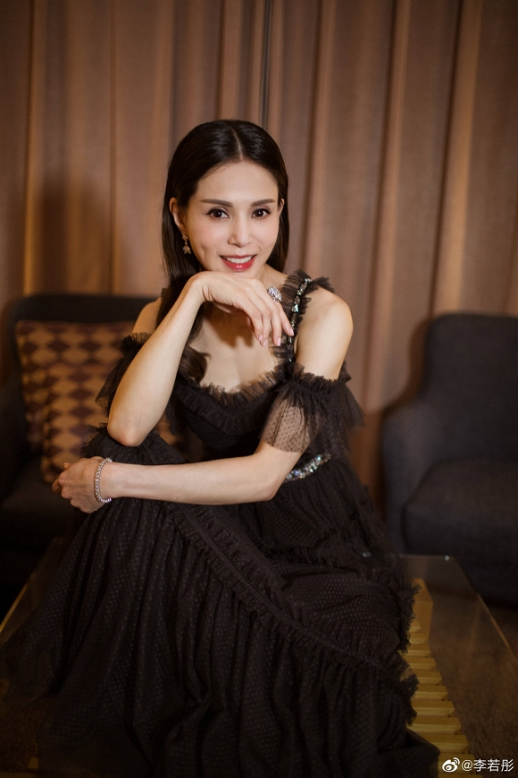 Tiểu Long Nữ Lý Nhược Đồng đẹp như nữ thần ở tuổi 45 - Hình 6