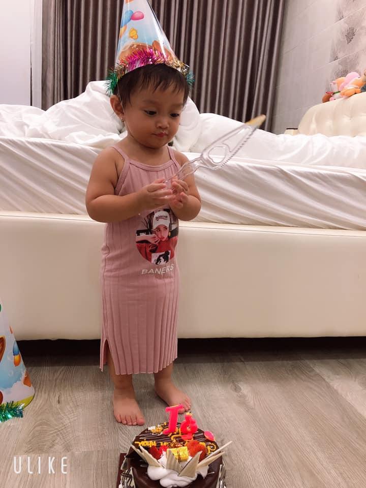 Lê Dương Bảo Lâm xúc động vì được con gái nhỏ tổ chức sinh nhật tuổi 31 - Hình 1