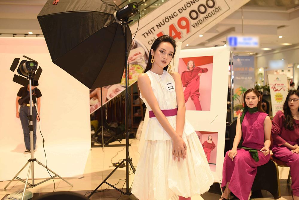 Thí sinh Top Model Online chịu khó 'làm lố' trong thử thách chụp ảnh cho thương hiệu Thời trang lão hóa QGC - Hình 21