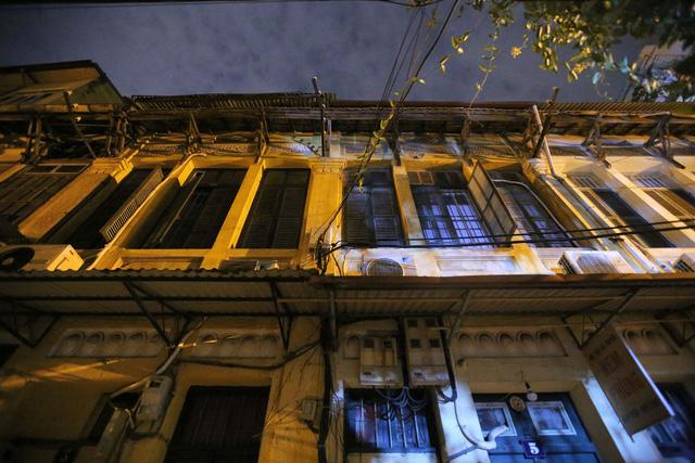 Phố vắng lãng mạn trong đêm ở Hà Nội - Hình 8