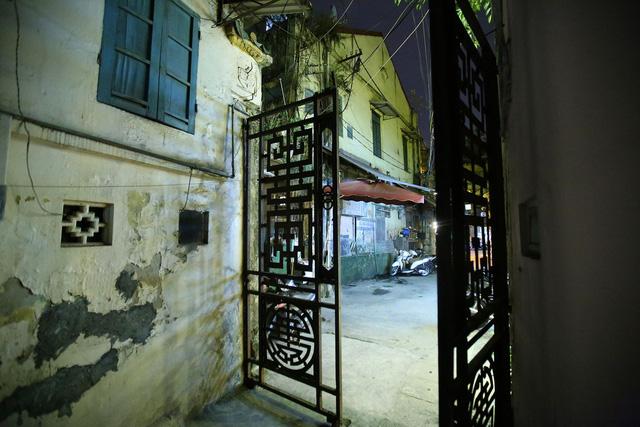 Phố vắng lãng mạn trong đêm ở Hà Nội - Hình 4