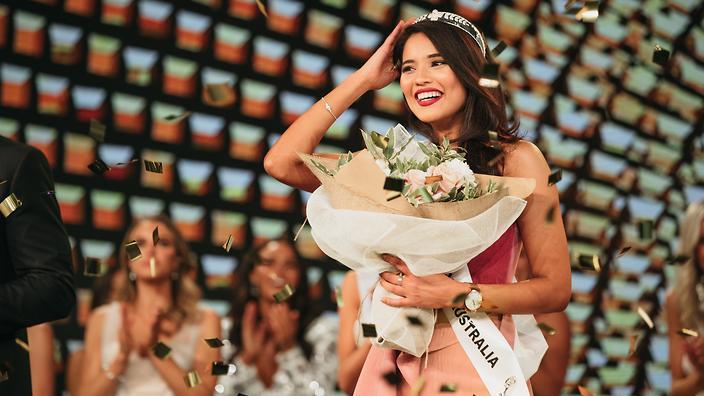 3 nữ luật sư ứng xử nuốt mic xuất hiện tại Miss Universe 2019: Số phận Hoàng Thùy sẽ đi đâu về đâu? - Hình 6
