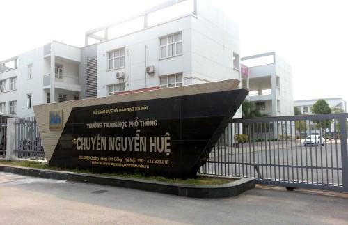 Ba thủ khoa các khối xét tuyển Đại học, Cao đẳng của Hà Nội là học sinh trường THPT Chuyên Nguyễn Huệ - Hình 1