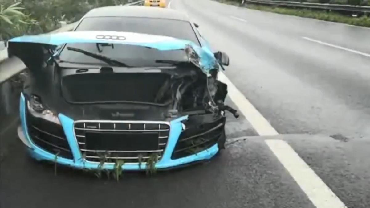 Lái siêu xe Audi R8 gây tai nạn trên cao tốc, thiếu gia 23 tuổi ngó lơ việc khắc phục hậu quả - Hình 1