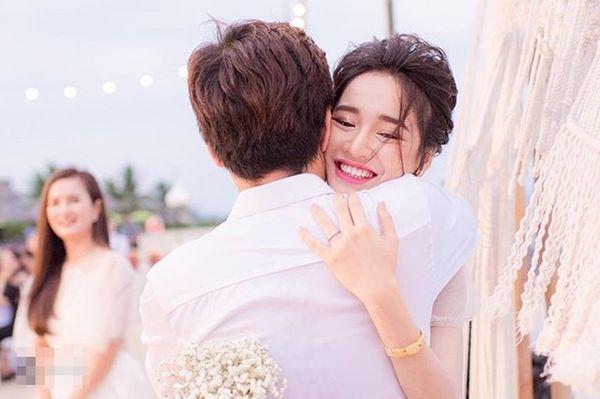 Lần đầu tiên, loạt ảnh đính hôn của Trường Giang và Nhã Phương được hé lộ - Hình 2