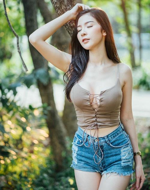 No mắt ngắm đường cong của 'Thánh nữ vòng 1' Thái Lan - Hình 6