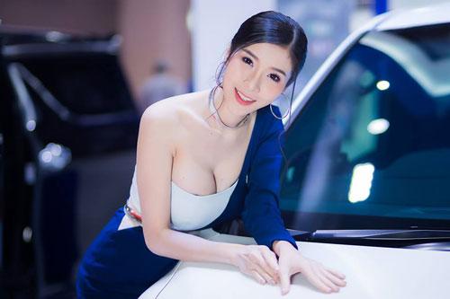 No mắt ngắm đường cong của 'Thánh nữ vòng 1' Thái Lan - Hình 3