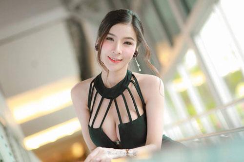 No mắt ngắm đường cong của 'Thánh nữ vòng 1' Thái Lan - Hình 1