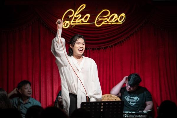 Lần đầu làm show riêng, Quang Trung khiến khán giả tròn mắt vì hát live liên tục 23 ca khúc - Hình 2
