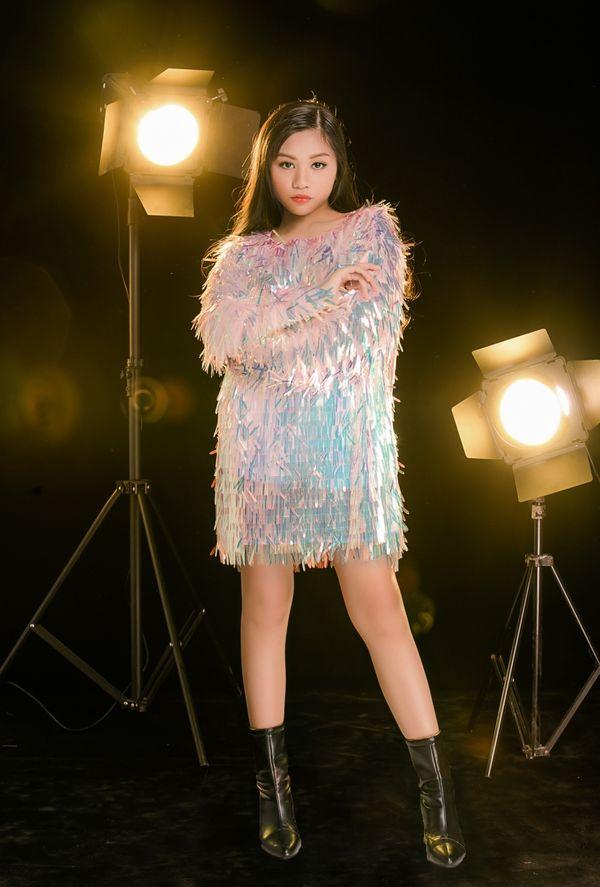 Cô bé khiến Hương Giang tình nguyện tặng vương miện nhưng vẫn chiêu dụ bất thành tại The Voice Kids 2019 là ai? - Hình 3