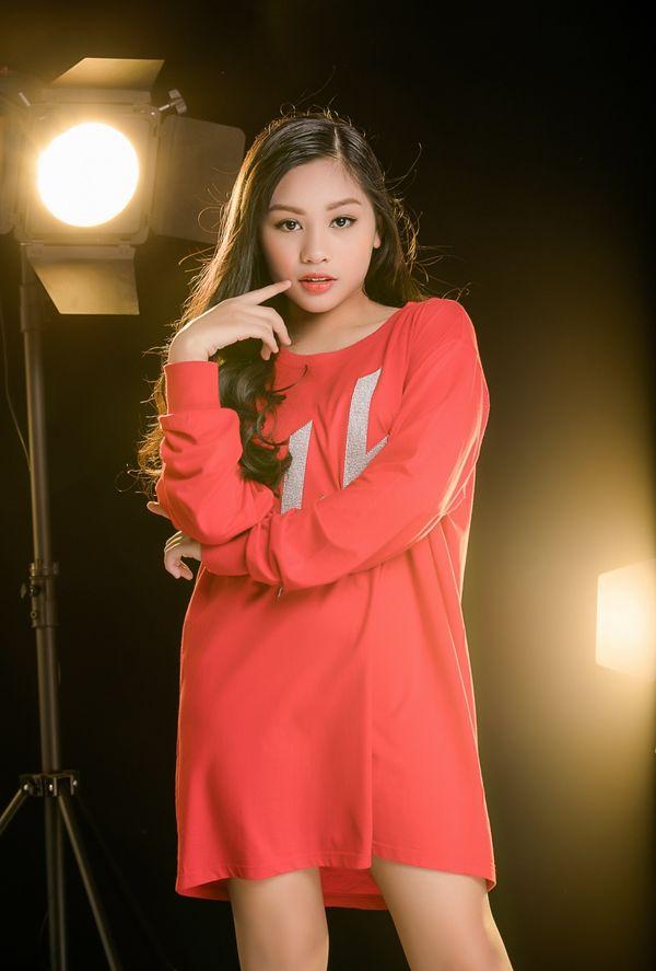 Cô bé khiến Hương Giang tình nguyện tặng vương miện nhưng vẫn chiêu dụ bất thành tại The Voice Kids 2019 là ai? - Hình 2