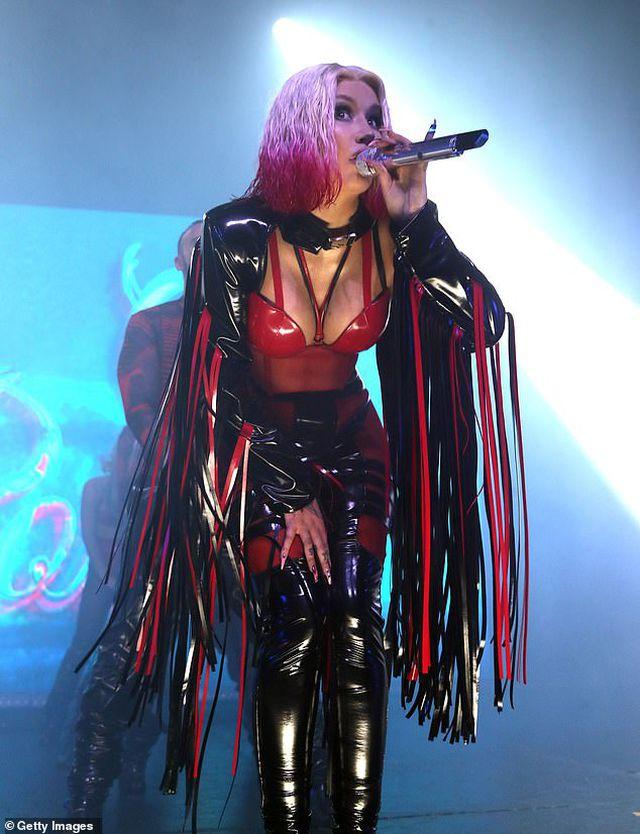 Iggy Azalea mặc đồ gợi cảm trình diễn bốc lửa - Hình 10