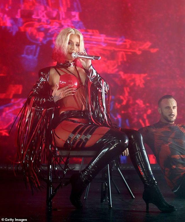 Iggy Azalea mặc đồ gợi cảm trình diễn bốc lửa - Hình 9