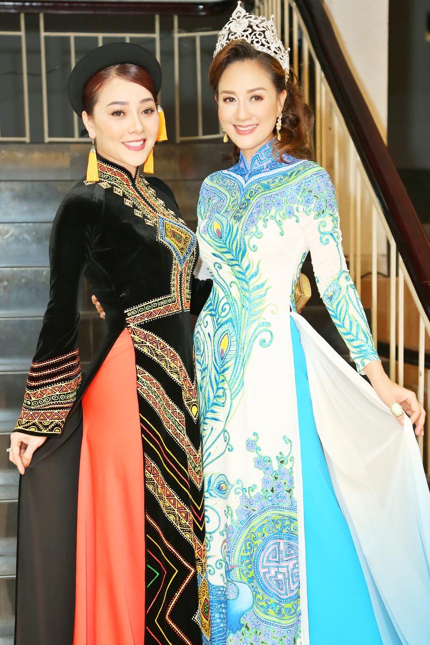 Hoa hậu Áo dài Đàm Lưu Ly đội vương miện đi sự kiện sau 24 năm đăng quang - Hình 7