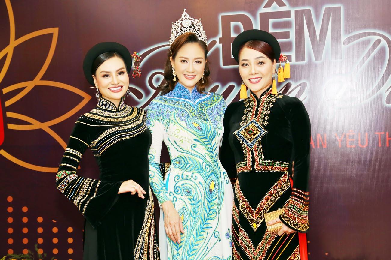 Hoa hậu Áo dài Đàm Lưu Ly đội vương miện đi sự kiện sau 24 năm đăng quang - Hình 5