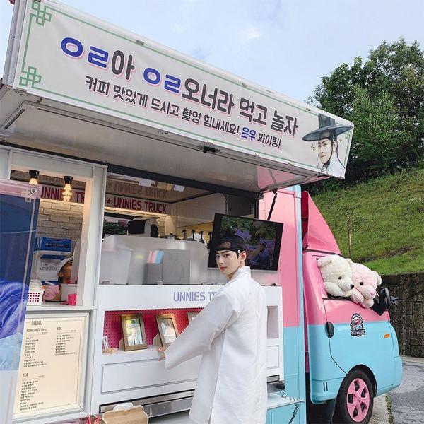 Jungkook (BTS) Mingyu (Seventeen) gửi quà ủng hộ phim của