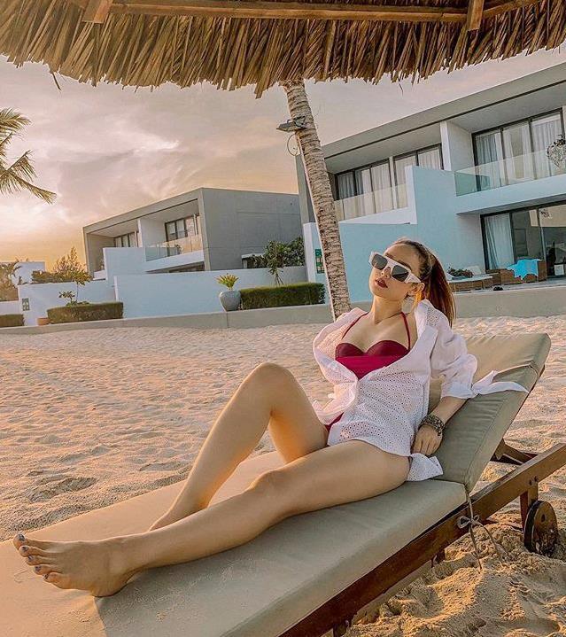 Minh Hằng diện bikini gợi cảm - Hình 2