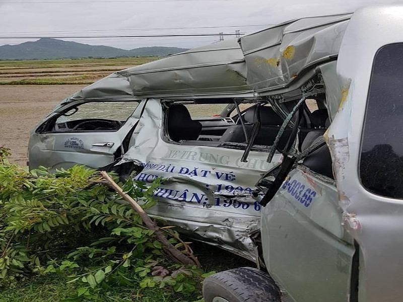 Nguyên nhân xe khách va chạm tàu SE27 làm 3 người chết - Hình 1