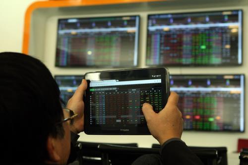 Chứng khoán ngày 31/7: Lực nâng từ cổ phiếu trụ - Hình 1