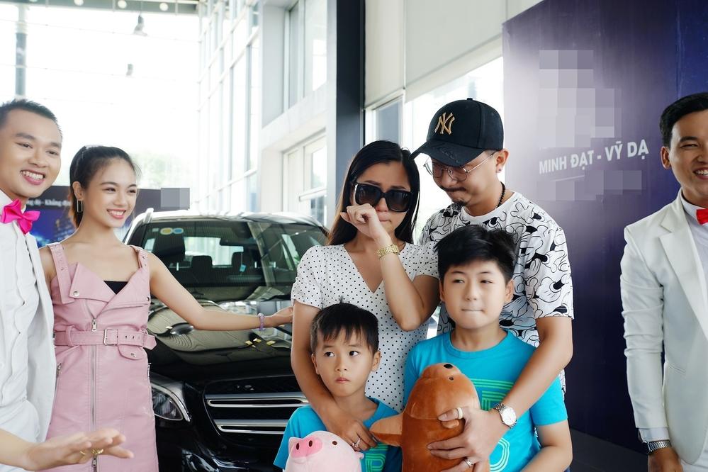 Hứa Minh Đạt tậu xế hộp 2 tỷ tặng cho bà xã Lâm Vỹ Dạ nhân kỷ niệm 9 năm ngày cưới - Hình 5