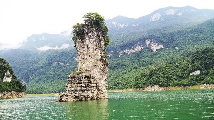 Vẻ hoang sơ tuyệt đẹp của nơi được ví như Vịnh Hạ Long ở Tuyên Quang - Hình 1