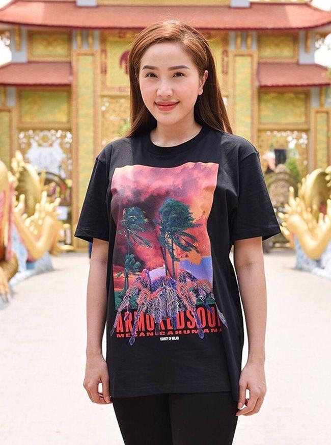 Lộ mặt mộc: Lâm Khánh Chi, Nhã Phương khiến fan giật mình - Hình 9
