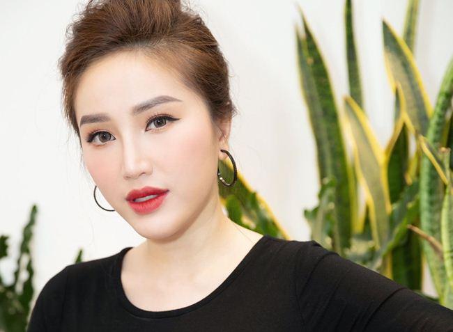 Lộ mặt mộc: Lâm Khánh Chi, Nhã Phương khiến fan giật mình - Hình 12