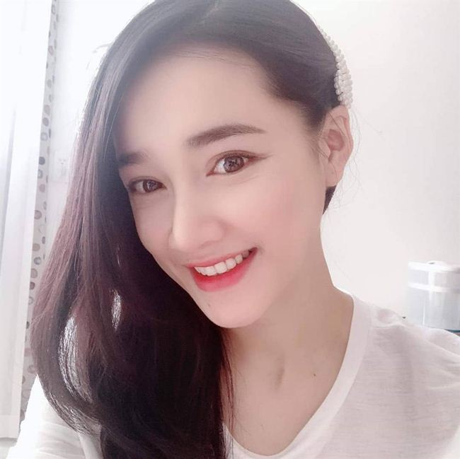 Lộ mặt mộc: Lâm Khánh Chi, Nhã Phương khiến fan giật mình - Hình 17