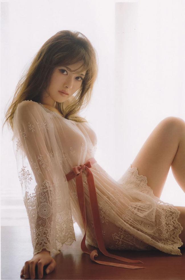 Cô gái này là siêu phẩm tạp chí đàn ông Nhật Bản, đến cả phụ nữ cũng mê nhất - Hình 4