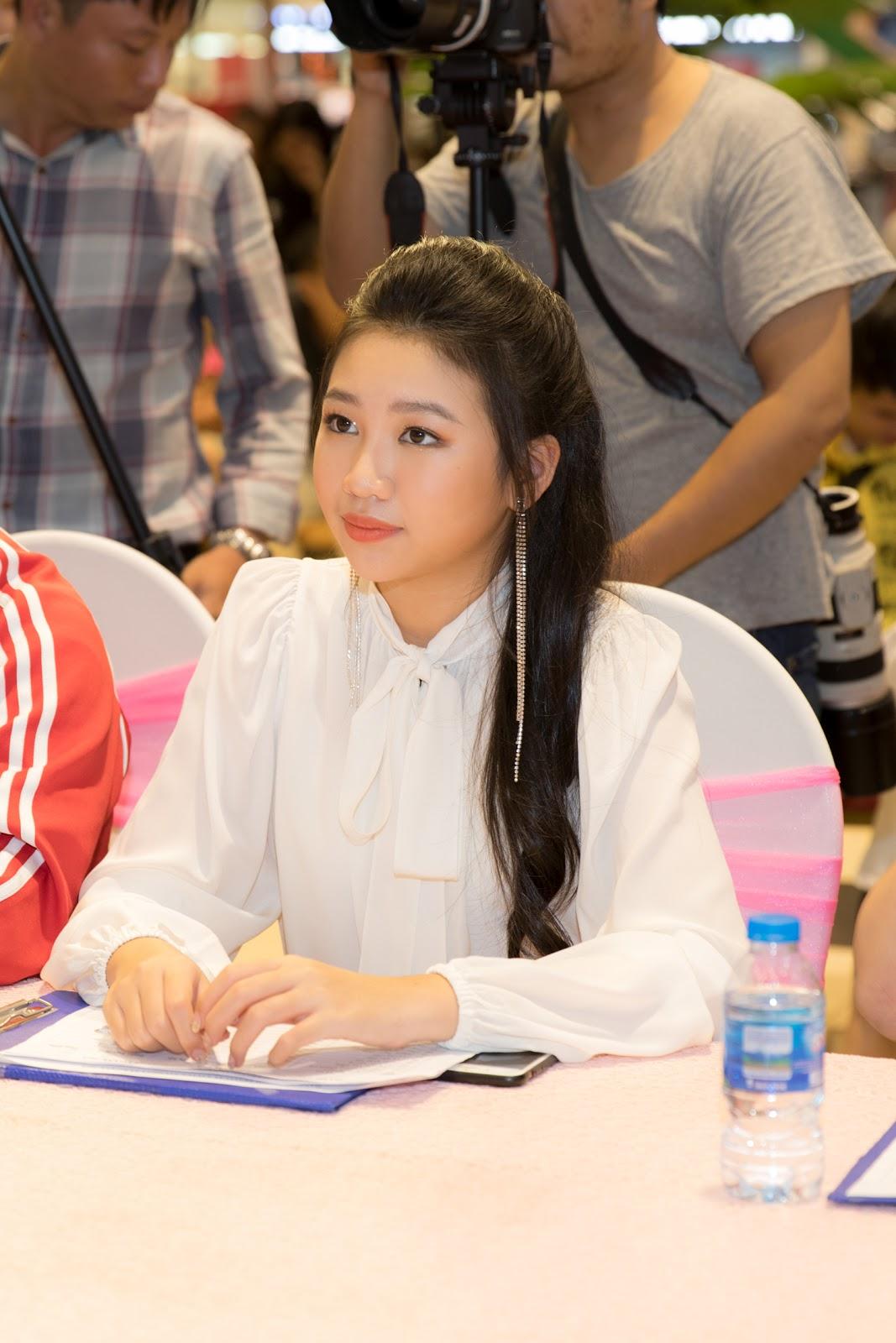 Hoa hậu nhí Ngọc Lan Vy xinh xắn cùng Trịnh Tú Trung hội ngộ thiếu nhi Hà Nội - Hình 1